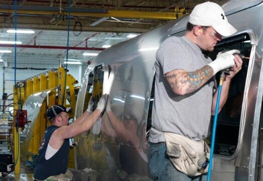 雷神工业公司在5月获得30%的收益