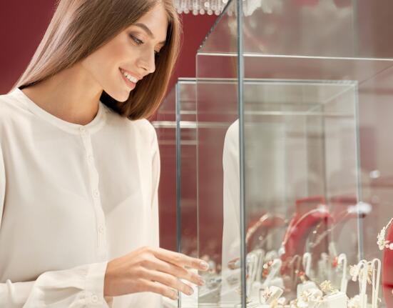 蒂芙尼公司宣布重新开业后在中国的销售激增了90%