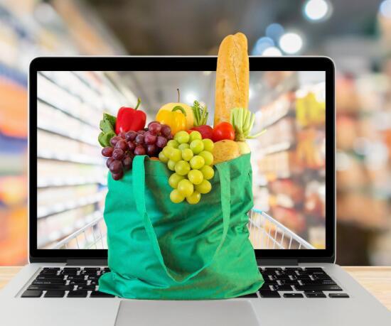 亚马逊扩大了食品券计划90%的SNAP家庭现在可以在线订购食品杂货