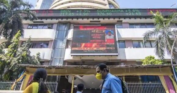 早盘Sensex指数跃升逾200点 Nifty指数上涨10500点