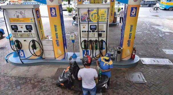 汽油和柴油价格进一步调整 德里的两种燃料价格几乎相同