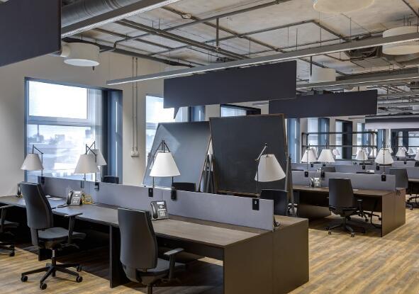 办公家具制造商正在遭受在家工作的当前局势缓解工作的困扰