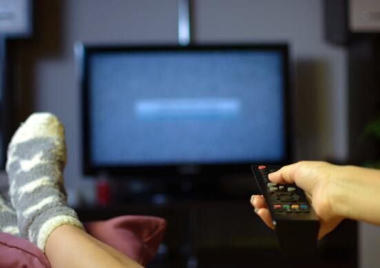 最近的一项调查显示电影业最重要的消费者可以在家中观看新电影