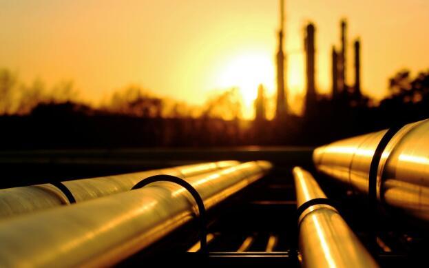 今天有大量的石油股票库存激增