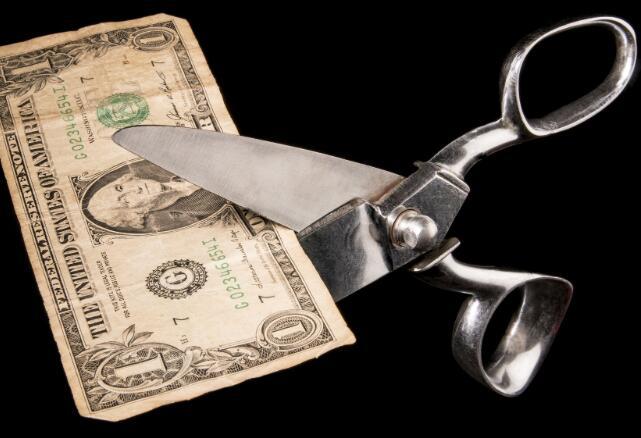 富国银行削减股息80%