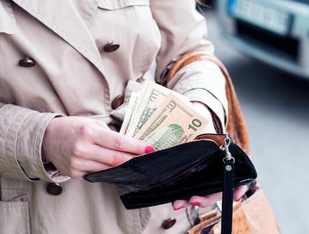 支付创新者正在测试少数用户的短期贷款