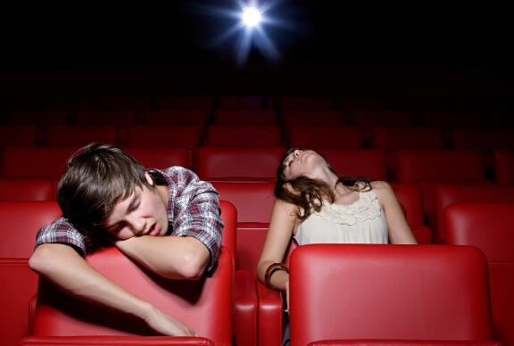 该国的电影院大获成功后的第一个周末 票房收入不到700万美元