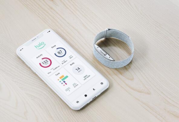 亚马逊推出Halo接受Apple Watch和Fitbit