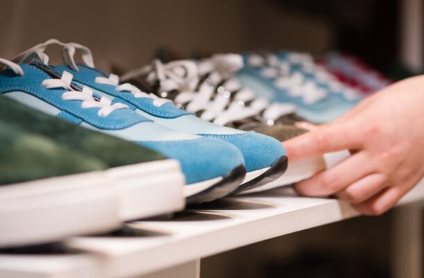 降价帮助脚柜恢复增长