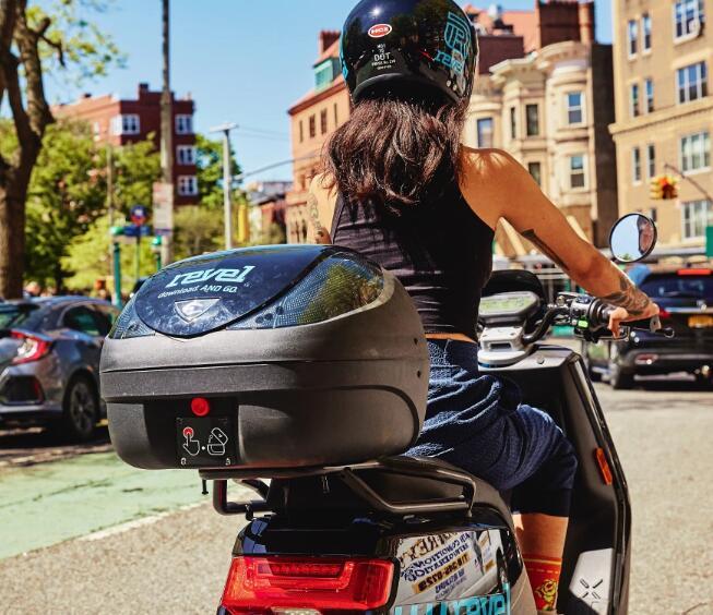 电动助力车创业公司Revel带着头盔自拍照和其他应用内安全功能返回纽约