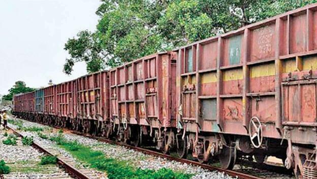 从10月1日至8日铁路货运量同比增长18%