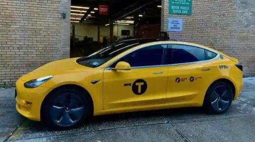 特斯拉Model 3的黄色出租车在纽约
