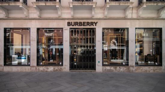 尽管门店关闭 但巴宝莉收复了10月份的销售增长