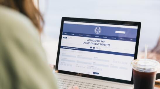 美国每周申请失业救济人数降至七个月低点