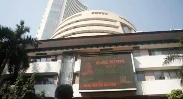Sensex指数早盘上涨350点创历史新高 Nifty指数突破12700点