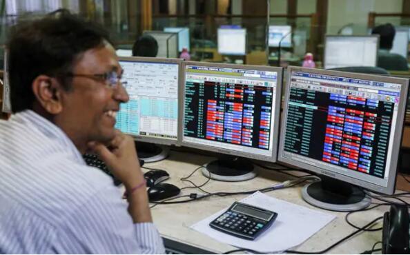 随着市场飙升创纪录新高 Sensex首次突破44,000