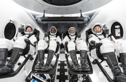 SpaceX和NASA成功发射了四名宇航员进入太空 首次执行Dragon机组任务