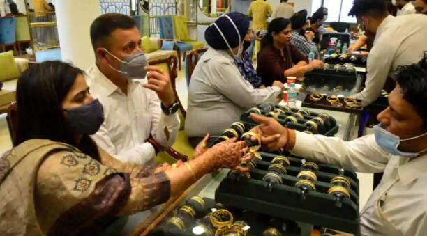 德勤调查显示节日期间印度人的购物强度更高