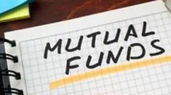 共同基金在10月份增加了40万对开本 总金额为9370万卢比