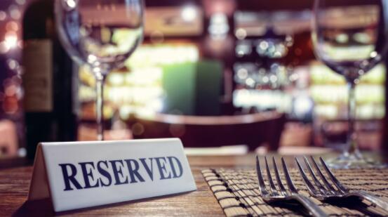 饭店敦促政府允许室内用餐