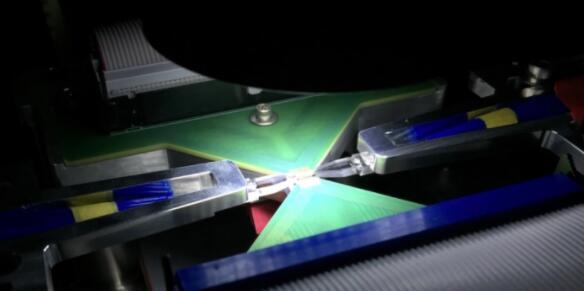 Lightmatter详细信息Passage基于光的芯片互连 可实现1Tbps的数据传输