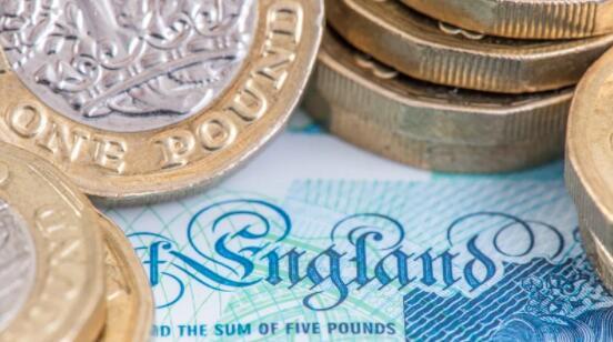 英镑因债券狂跌和通胀担忧而退缩