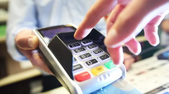 2月份的每月借记卡和信用卡支出增长了3%
