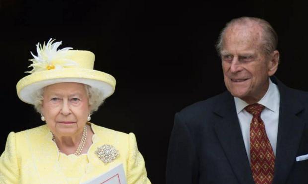 在英国菲利普亲王的葬礼活动上很多人物表情引起人们关注