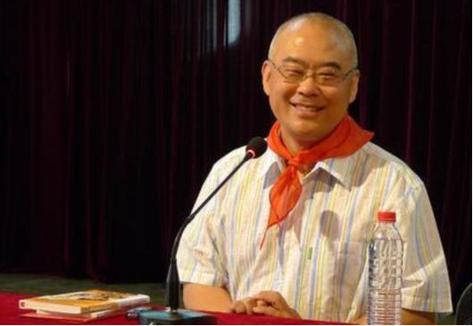 郑渊洁是希望通过利用自己的文学作品告诉儿童应该如何成长