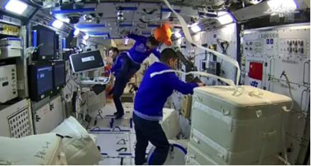 3名航天员太空采血做超声:还有健身房